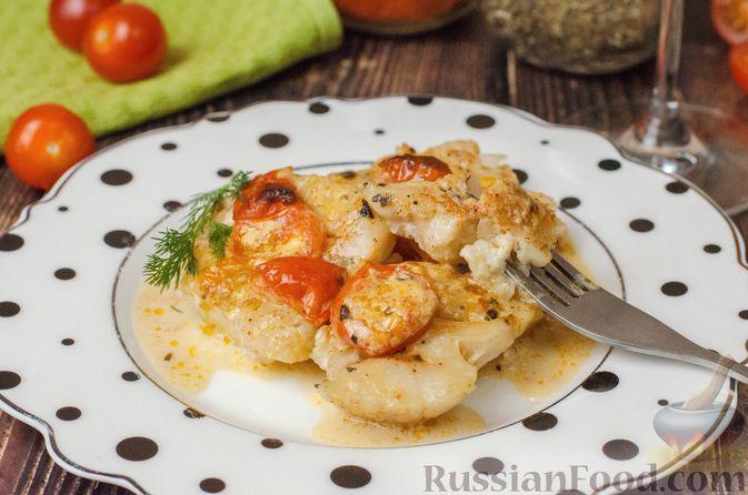 Фото приготовления рецепта: Треска, запечённая с помидорами черри, в белом вине и сливках - шаг №11