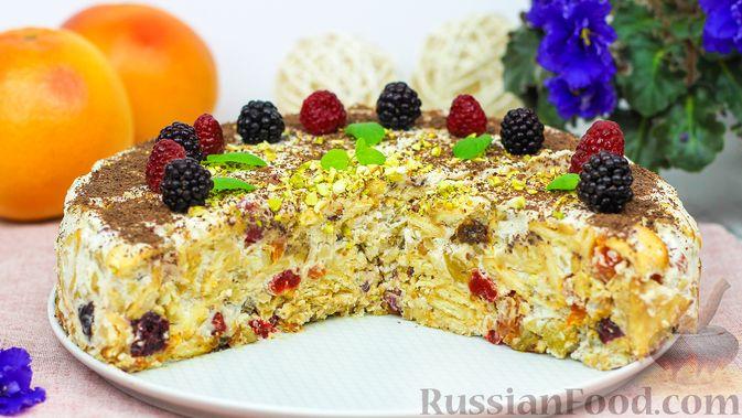 Фото приготовления рецепта: Торт с сухофруктами, орехами и печеньем (без выпечки) - шаг №7