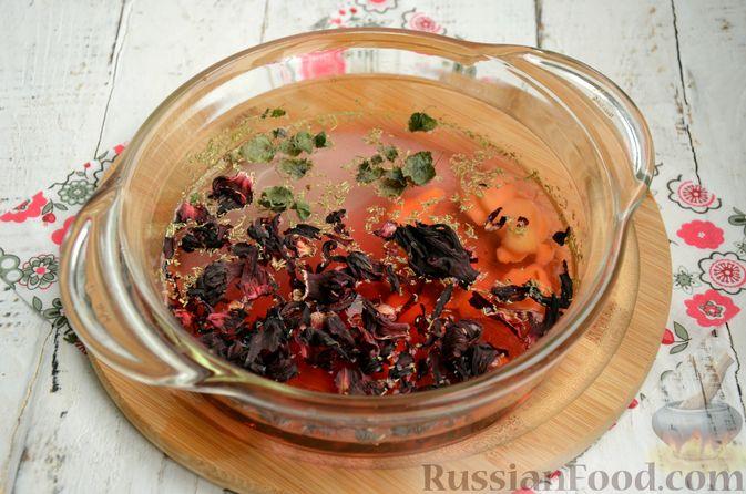 Фото приготовления рецепта: Суфле из каркаде с имбирём и мятой - шаг №3