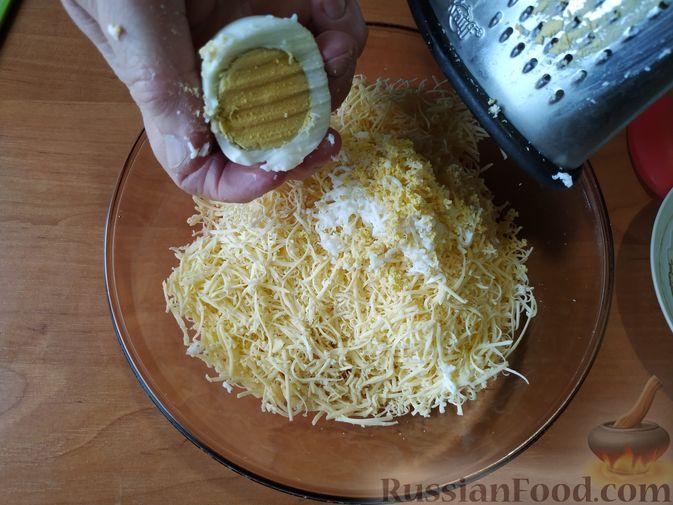 """Фото приготовления рецепта: Праздничная закуска """"Грибочки"""" - шаг №4"""