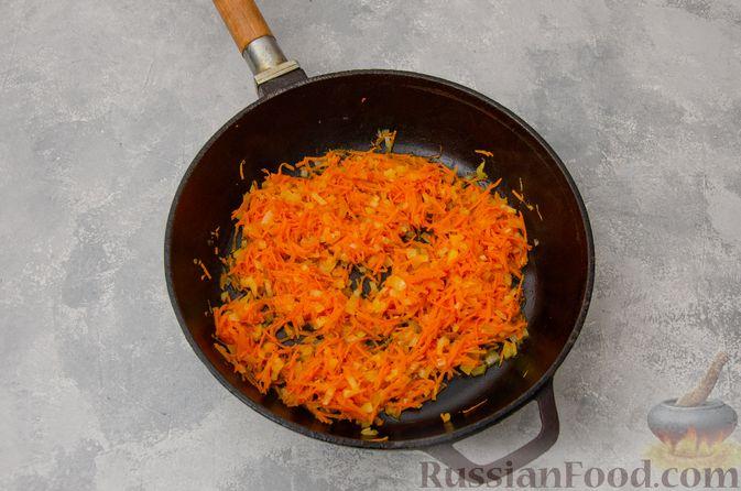 Фото приготовления рецепта: Кускус с мясным фаршем и овощами - шаг №4