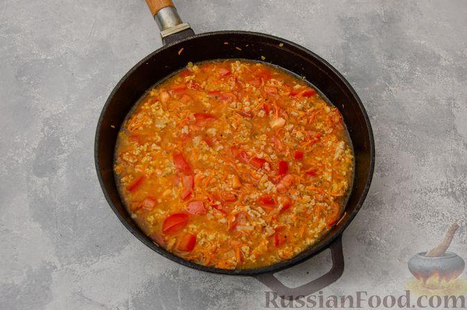 Фото приготовления рецепта: Кускус с мясным фаршем и овощами - шаг №7
