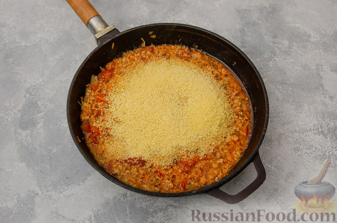 Фото приготовления рецепта: Кускус с мясным фаршем и овощами - шаг №8