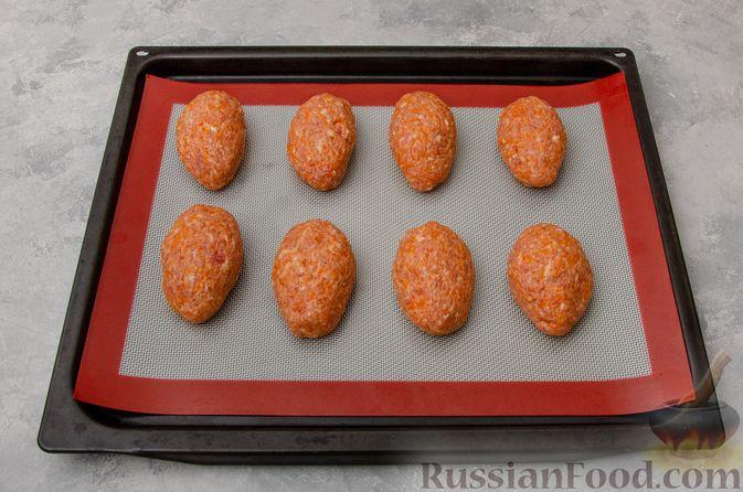 Фото приготовления рецепта: Котлеты из мясного фарша с тыквой, в духовке - шаг №7
