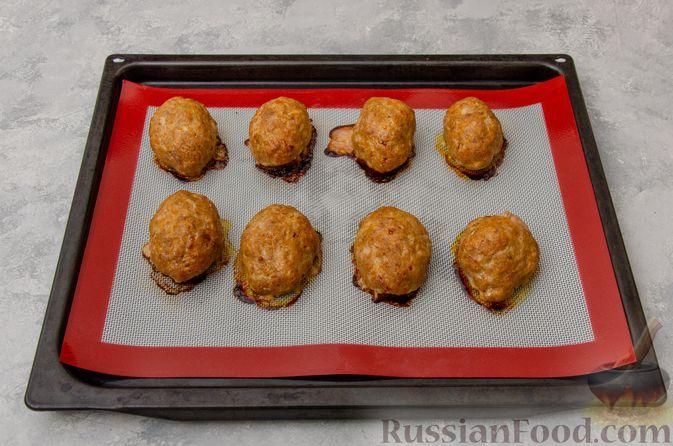 Фото приготовления рецепта: Котлеты из мясного фарша с тыквой, в духовке - шаг №8