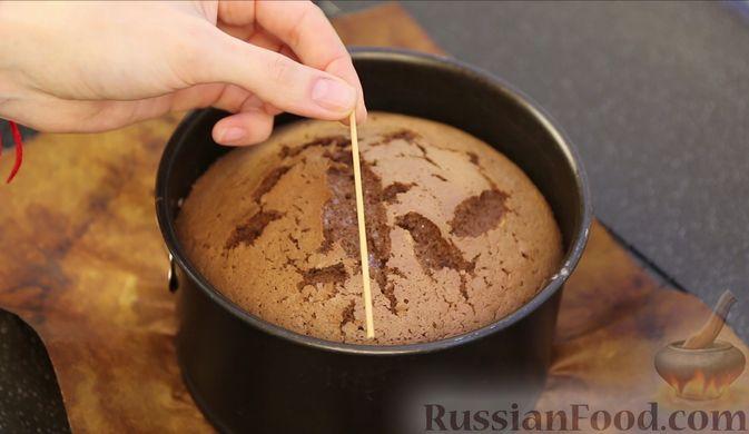 Фото приготовления рецепта: Шоколадный бисквит на какао - шаг №14