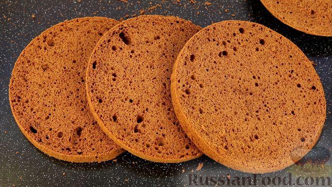 Фото приготовления рецепта: Шоколадный бисквит на какао - шаг №18