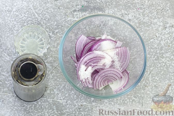 Фото приготовления рецепта: Рулетики из бекона с куриной печенью, запечённые в духовке - шаг №9