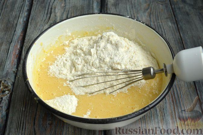 Фото приготовления рецепта: Кексы с мандаринами - шаг №7