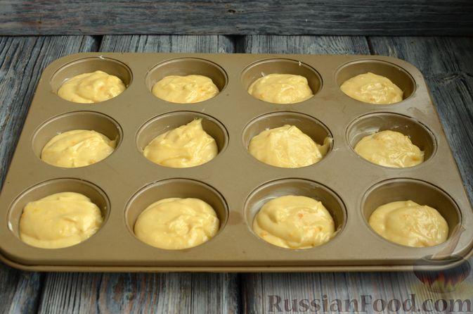 Фото приготовления рецепта: Кексы с мандаринами - шаг №10