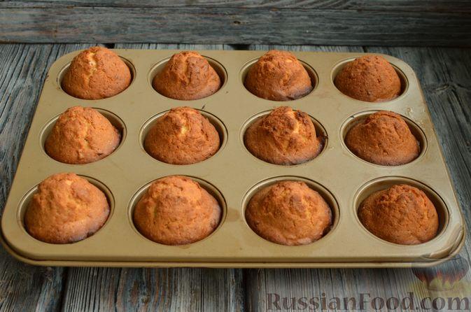 Фото приготовления рецепта: Кексы с мандаринами - шаг №11