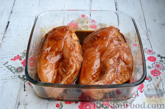 Фото приготовления рецепта: Пастрома из куриного филе в медово-пряной глазури - шаг №6