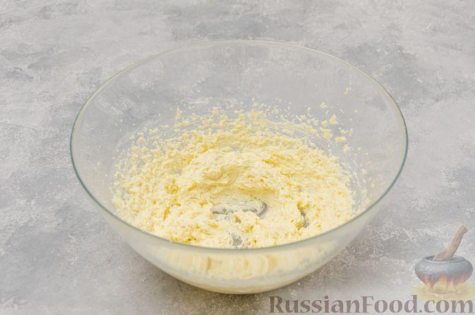 Фото приготовления рецепта: Ванильные маффины с цукатами - шаг №2