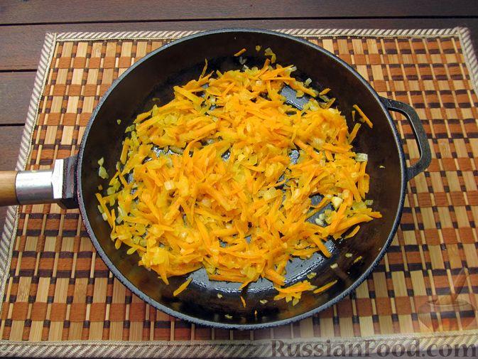 Фото приготовления рецепта: Рисовый суп с мясными фрикадельками и томатной пастой - шаг №6