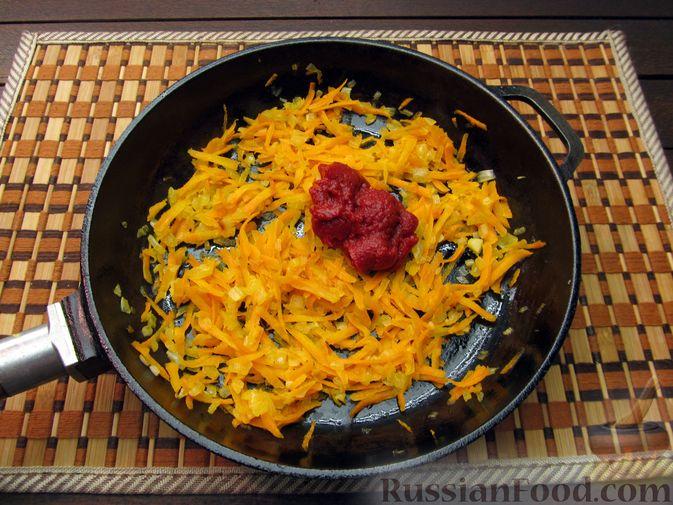 Фото приготовления рецепта: Рисовый суп с мясными фрикадельками и томатной пастой - шаг №7