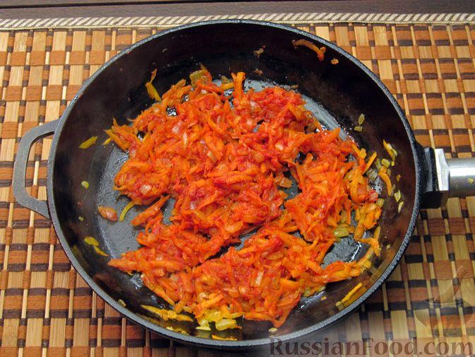 Фото приготовления рецепта: Рисовый суп с мясными фрикадельками и томатной пастой - шаг №8