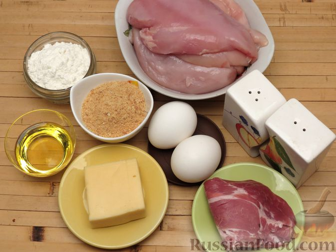 Фото приготовления рецепта: Куриное филе, фаршированное сыром и ветчиной - шаг №4