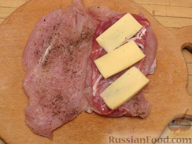 Фото приготовления рецепта: Куриное филе, фаршированное сыром и ветчиной - шаг №7