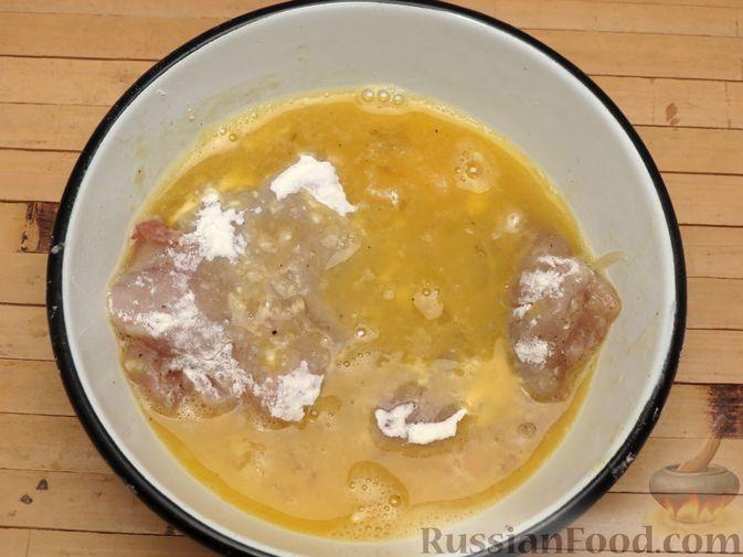 Фото приготовления рецепта: Куриное филе, фаршированное сыром и ветчиной - шаг №10