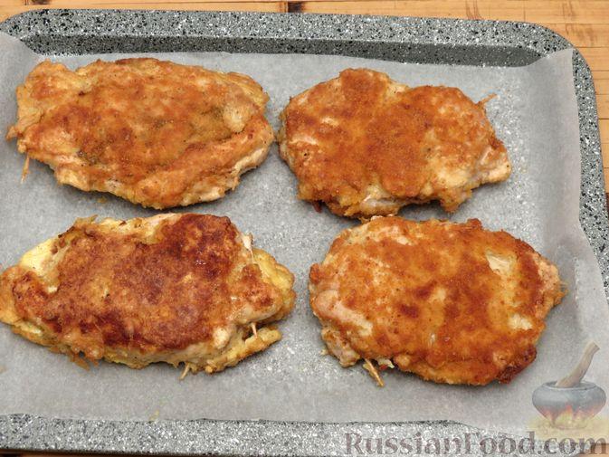 Фото приготовления рецепта: Куриное филе, фаршированное сыром и ветчиной - шаг №13