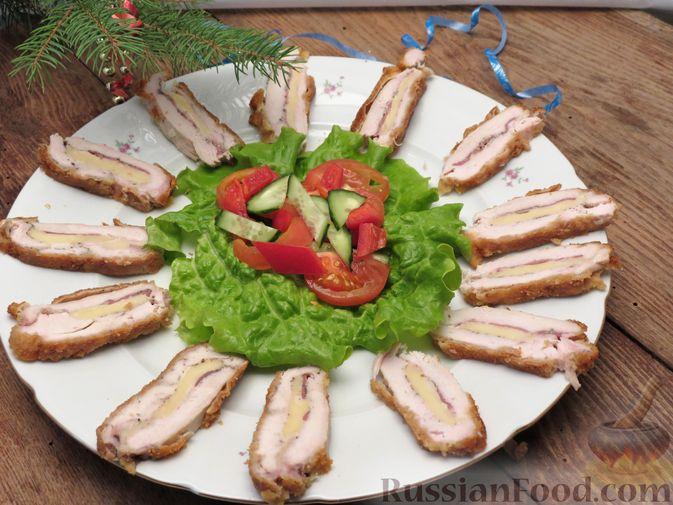 Фото приготовления рецепта: Куриное филе, фаршированное сыром и ветчиной - шаг №16