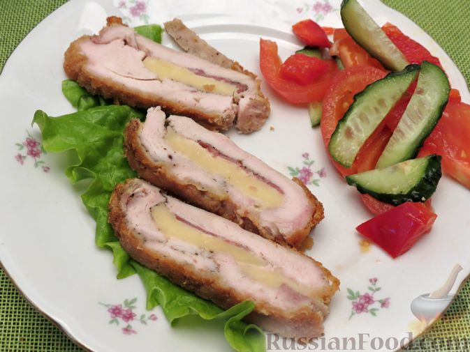 Фото приготовления рецепта: Куриное филе, фаршированное сыром и ветчиной - шаг №15