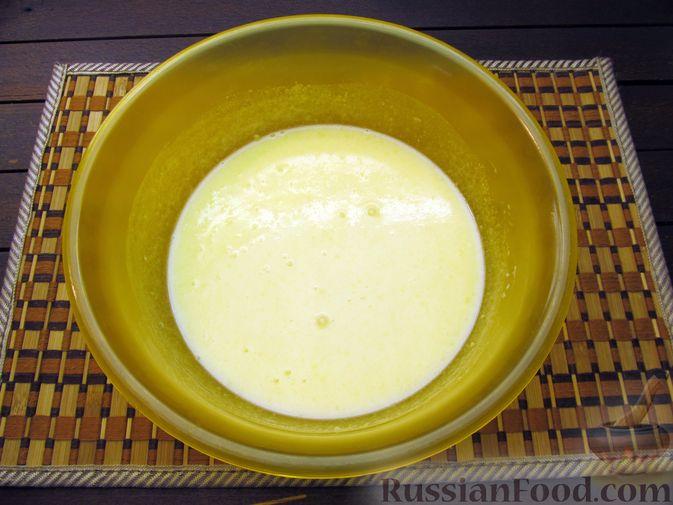 Фото приготовления рецепта: Медовые плюшки на сливках, с изюмом - шаг №4