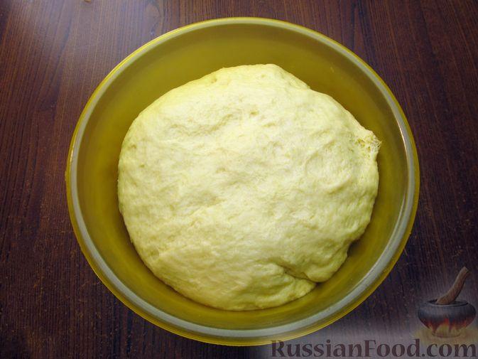 Фото приготовления рецепта: Медовые плюшки на сливках, с изюмом - шаг №8