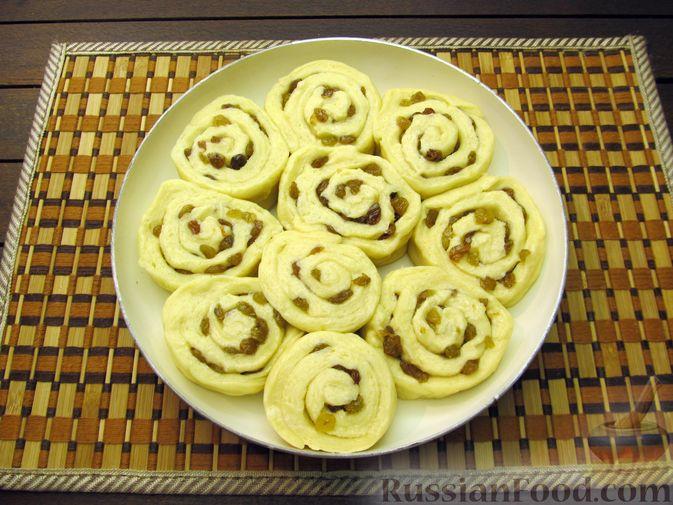 Фото приготовления рецепта: Медовые плюшки на сливках, с изюмом - шаг №13