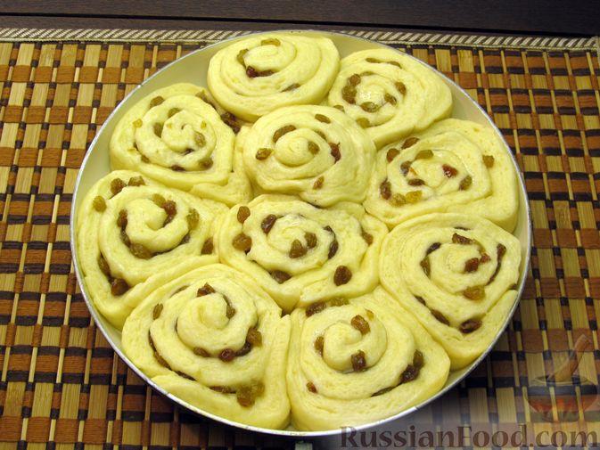 Фото приготовления рецепта: Медовые плюшки на сливках, с изюмом - шаг №14