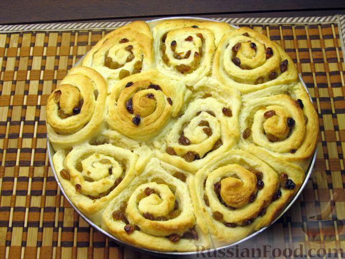 Фото приготовления рецепта: Медовые плюшки на сливках, с изюмом - шаг №15