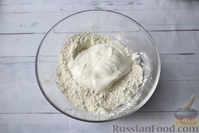 Фото приготовления рецепта: Мини-пончики на йогурте - шаг №3