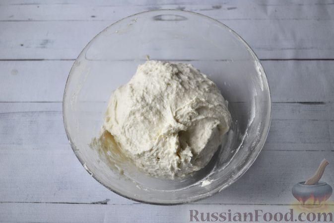 Фото приготовления рецепта: Мини-пончики на йогурте - шаг №4