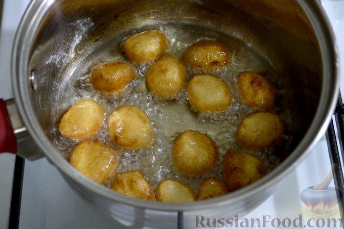 Фото приготовления рецепта: Мини-пончики на йогурте - шаг №10