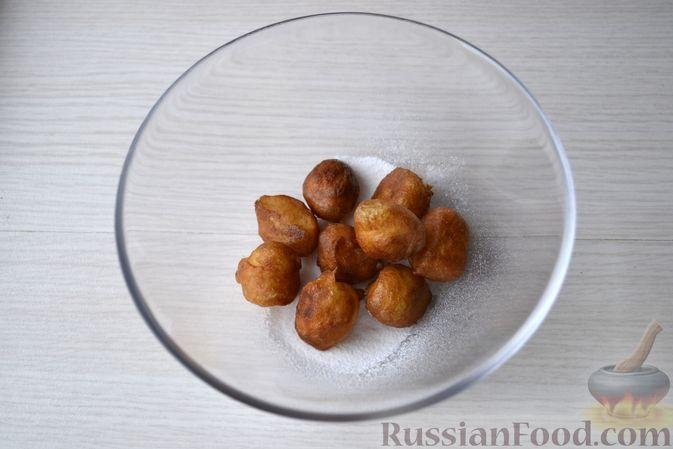 Фото приготовления рецепта: Мини-пончики на йогурте - шаг №13