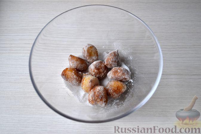 Фото приготовления рецепта: Мини-пончики на йогурте - шаг №14
