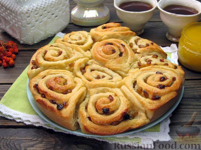 Фото к рецепту: Медовые плюшки на сливках, с изюмом