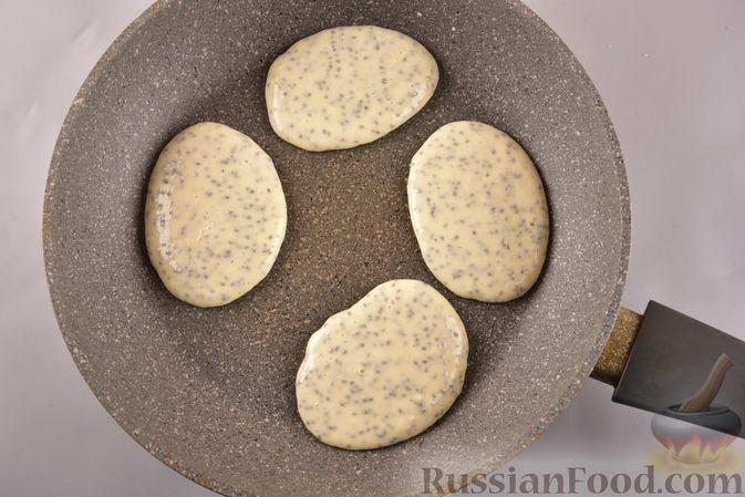Фото приготовления рецепта: Лимонные оладьи на молоке, с семенами чиа - шаг №5