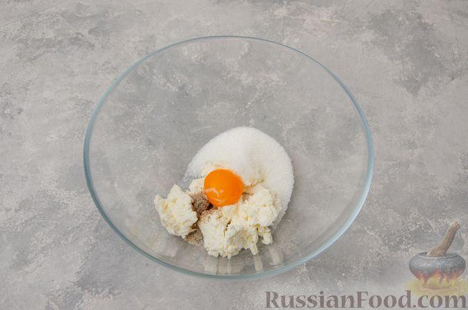Фото приготовления рецепта: Творожное печенье с мёдом, цедрой и сахарной глазурью - шаг №2
