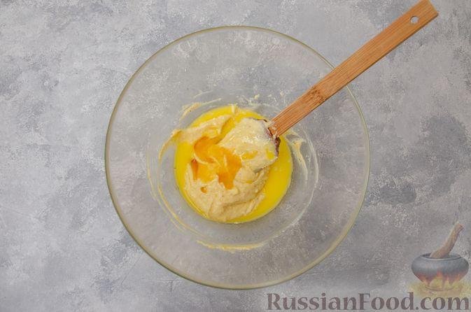 Фото приготовления рецепта: Творожное печенье с мёдом, цедрой и сахарной глазурью - шаг №3