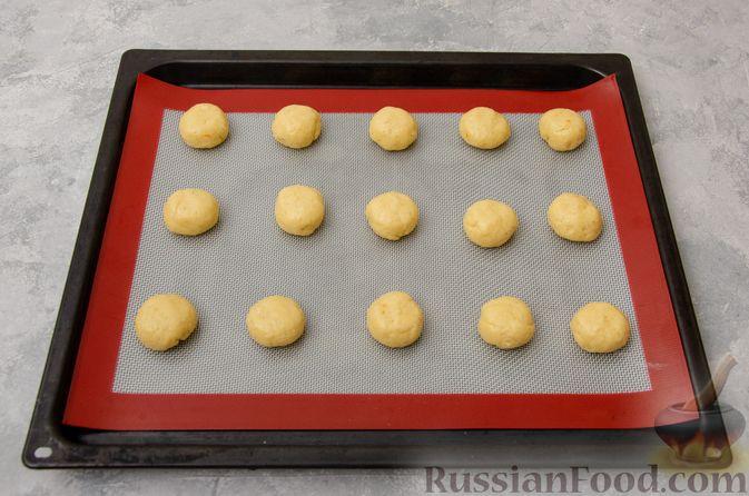 Фото приготовления рецепта: Творожное печенье с мёдом, цедрой и сахарной глазурью - шаг №7