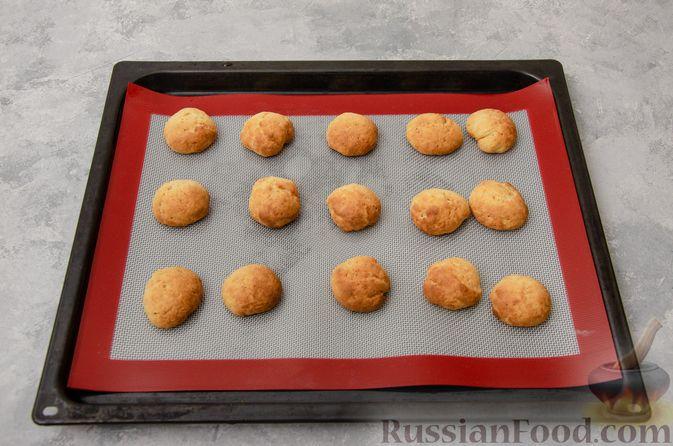 Фото приготовления рецепта: Творожное печенье с мёдом, цедрой и сахарной глазурью - шаг №8