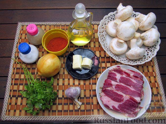 Фото приготовления рецепта: Шампиньоны, жаренные с беконом и чесноком - шаг №1