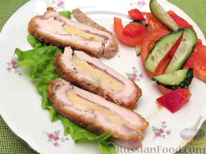 Фото к рецепту: Куриное филе, фаршированное сыром и ветчиной