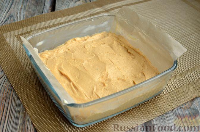 Фото приготовления рецепта: Карамельная коврижка на сливочном масле, с глазурью - шаг №9