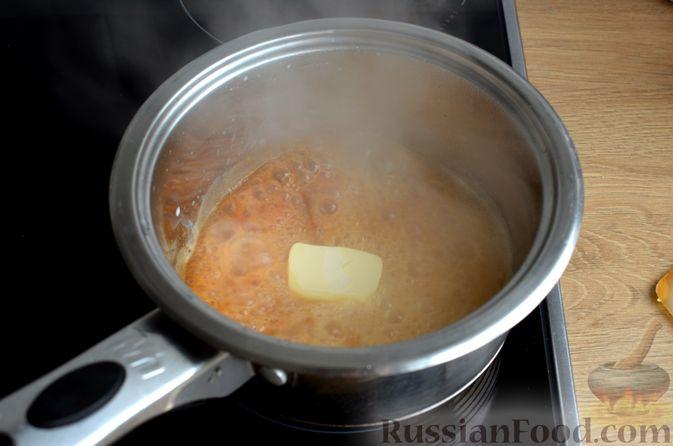 Фото приготовления рецепта: Карамельная коврижка на сливочном масле, с глазурью - шаг №11