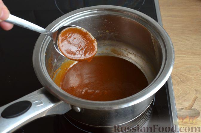 Фото приготовления рецепта: Карамельная коврижка на сливочном масле, с глазурью - шаг №12