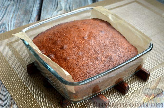 Фото приготовления рецепта: Карамельная коврижка на сливочном масле, с глазурью - шаг №13