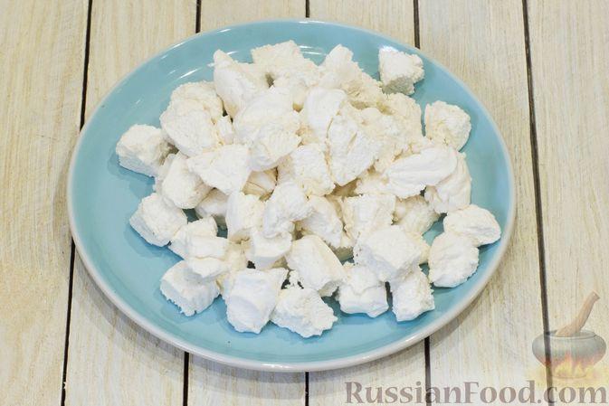 Фото приготовления рецепта: Сметанный десерт с зефиром, мандаринами и грецкими орехами - шаг №4