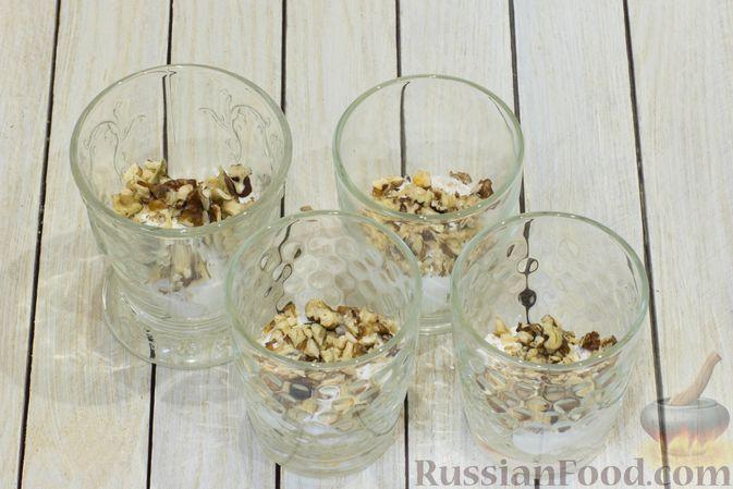 Фото приготовления рецепта: Сметанный десерт с зефиром, мандаринами и грецкими орехами - шаг №7
